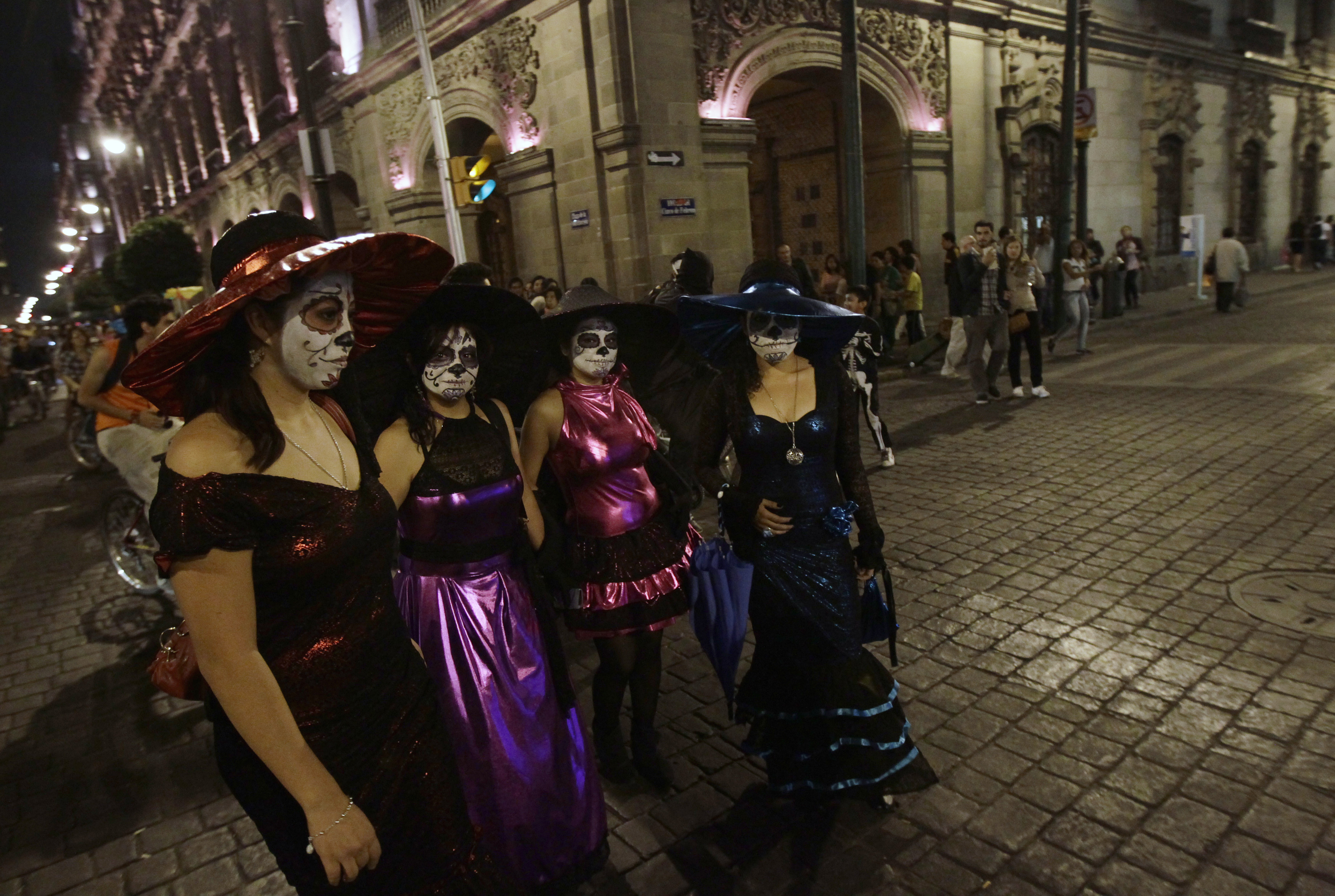La Catrina Skeleton Lady Gets Star Treatment For Mexican