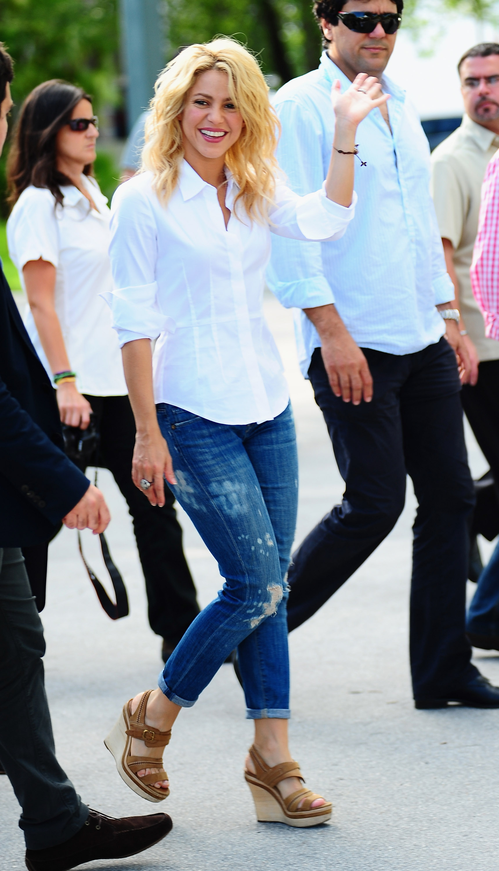 Shakira S Foundation Pies Descalzos Opening 6th School