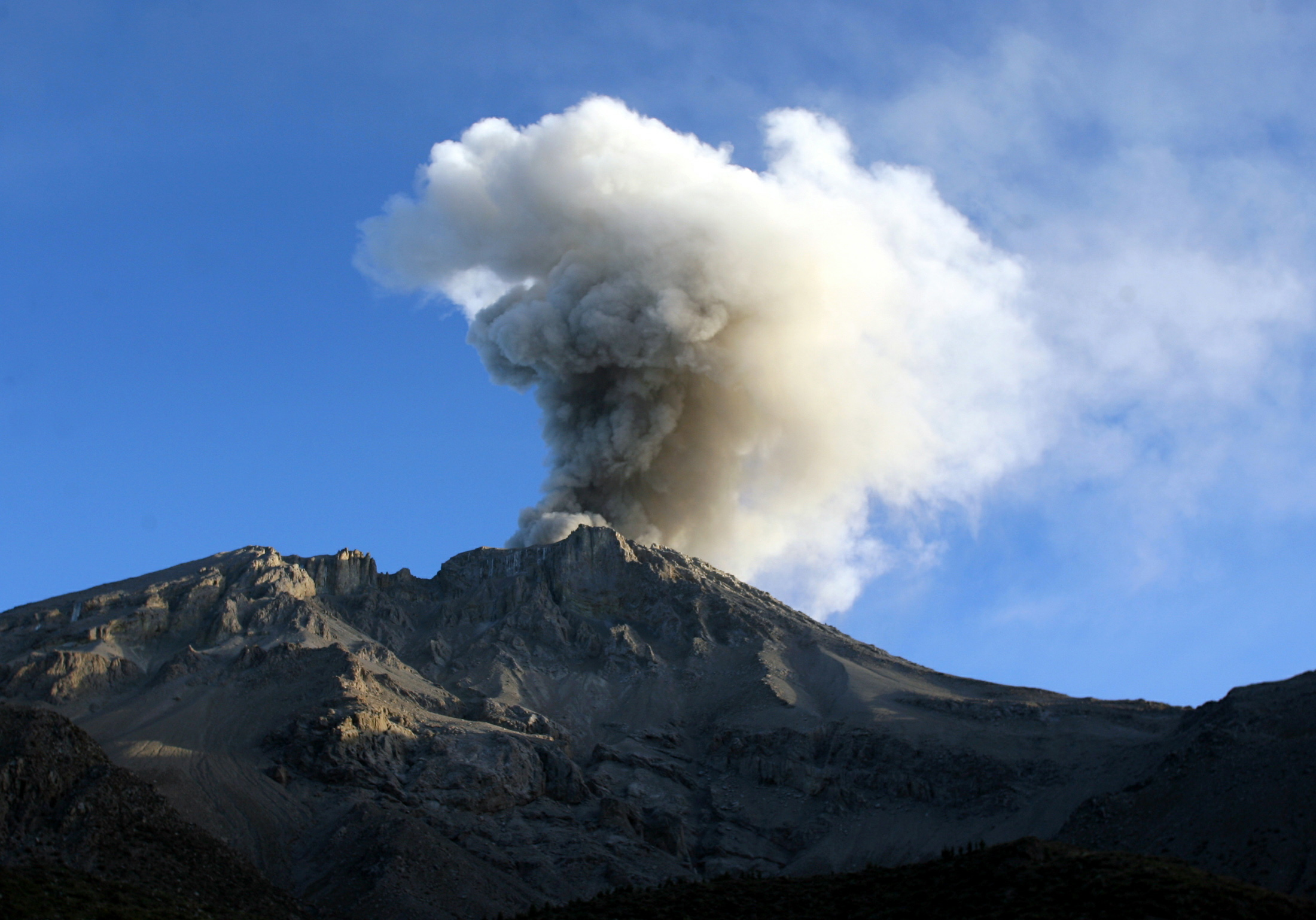 peru volcano erupts after 40 years  4 fast facts about mount ubinas u0026 39  eruption