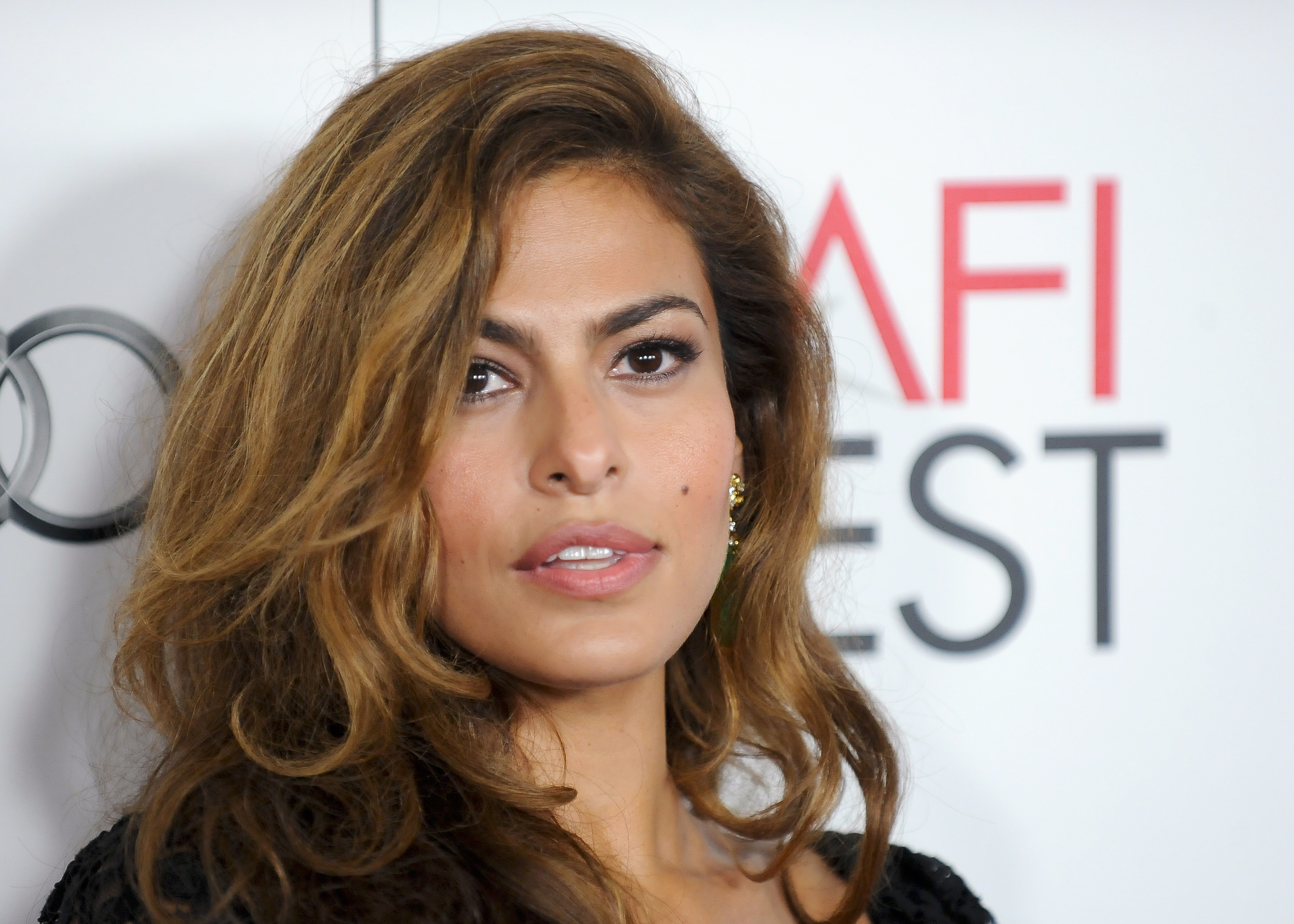 Eva Mendes Gets Back T...