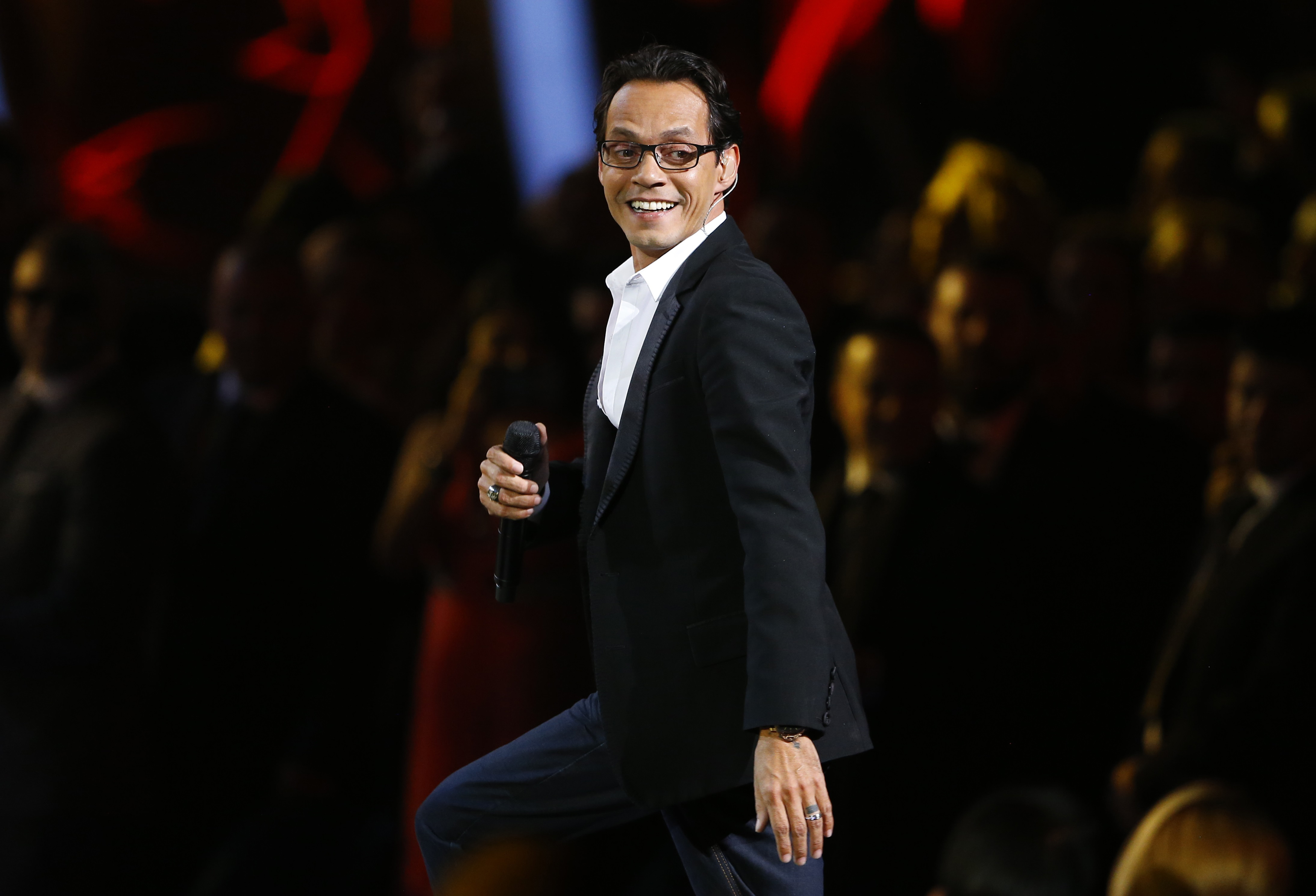 Marc Anthony Vs La India This Song Vivir Lo Nuestro Was Recorded With A Weird Chick That I Do Not Like
