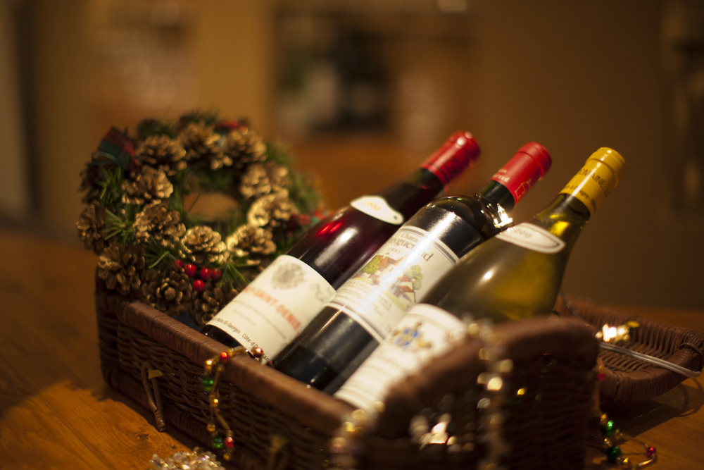 Christmas Budgeting Tips: 6 Ways To Wine And Dine This Holiday For Cheap!