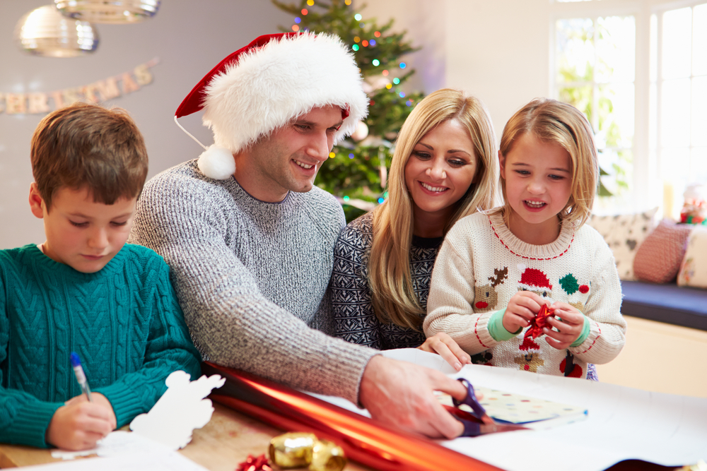Christmas Party Game Ideas: 8 Holiday
