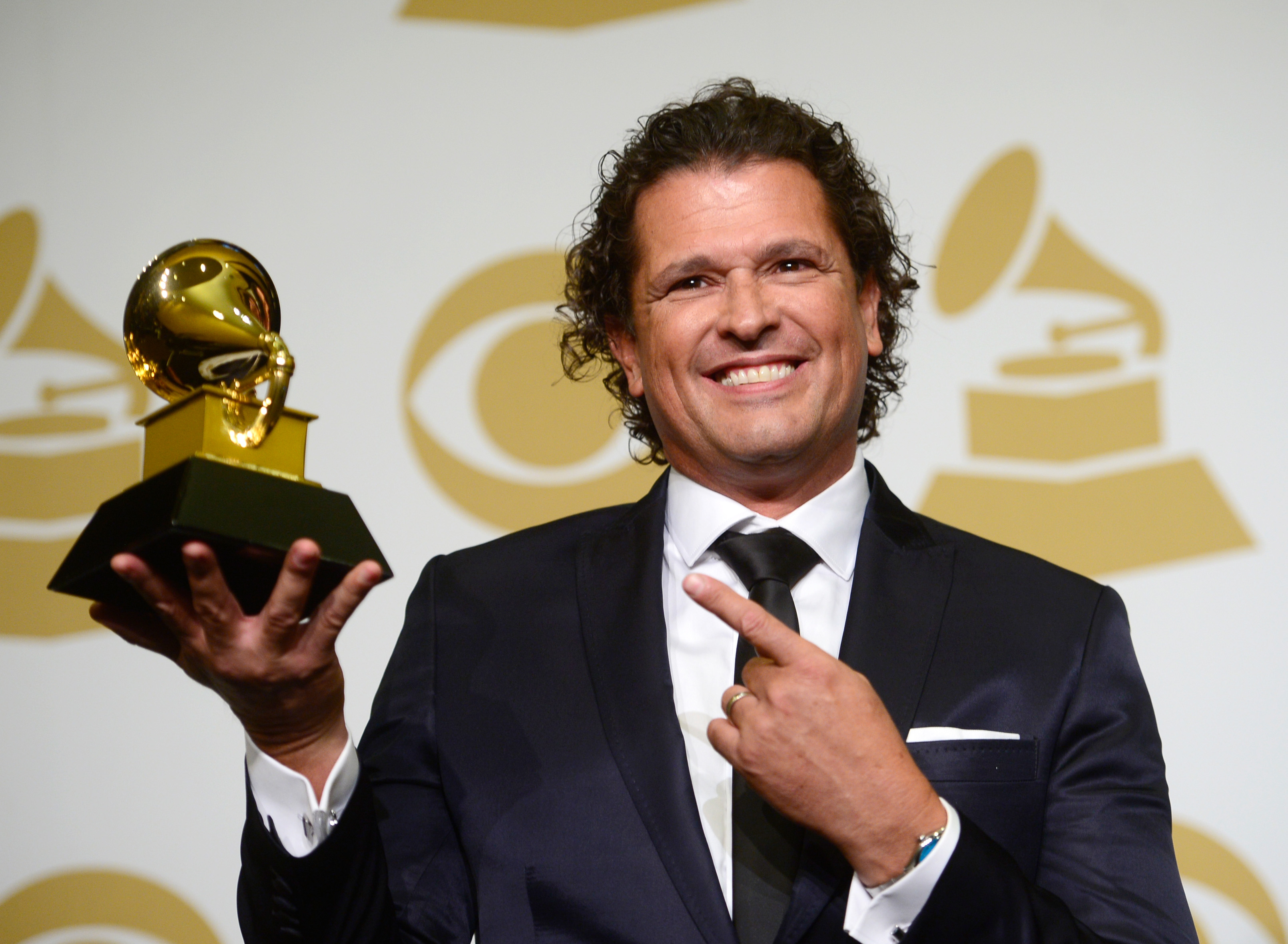 how tall is carlos vives