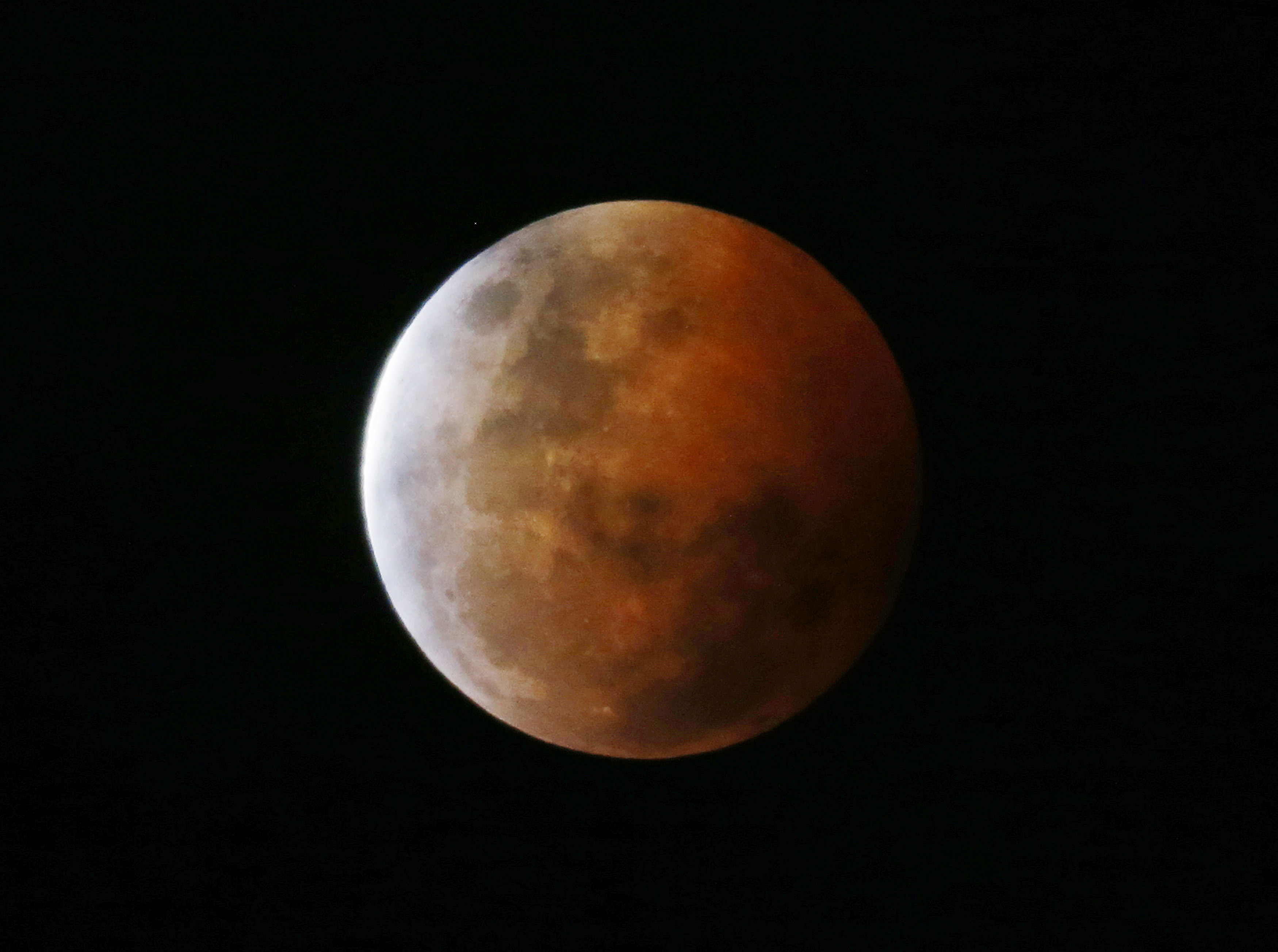 understanding lunar eclipse This page is a basic introduction and explanation of how lunar eclipses take place it includes a preview to upcoming eclipses of the moon.