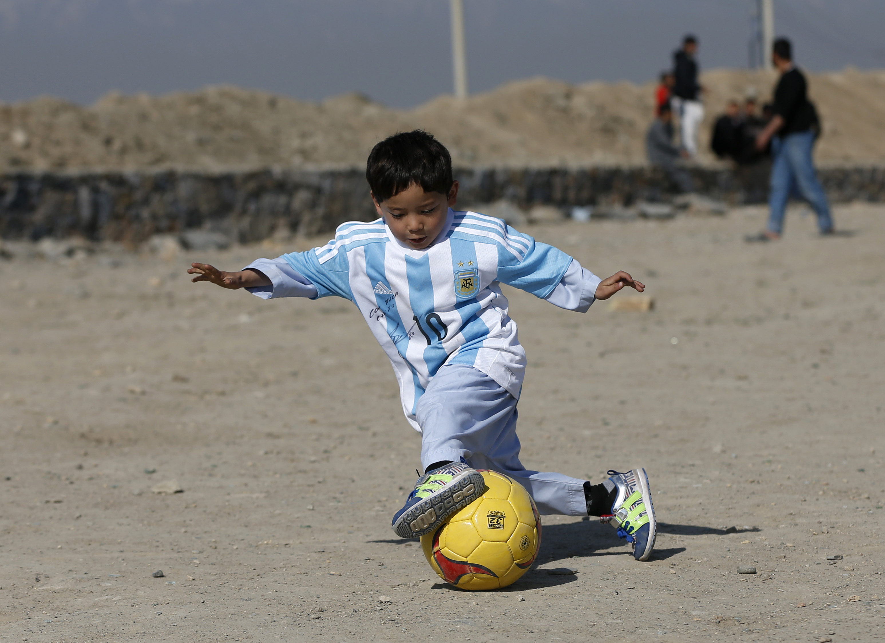 Lionel Messi Gives Murtaza Ahmadi Signed Jersey After