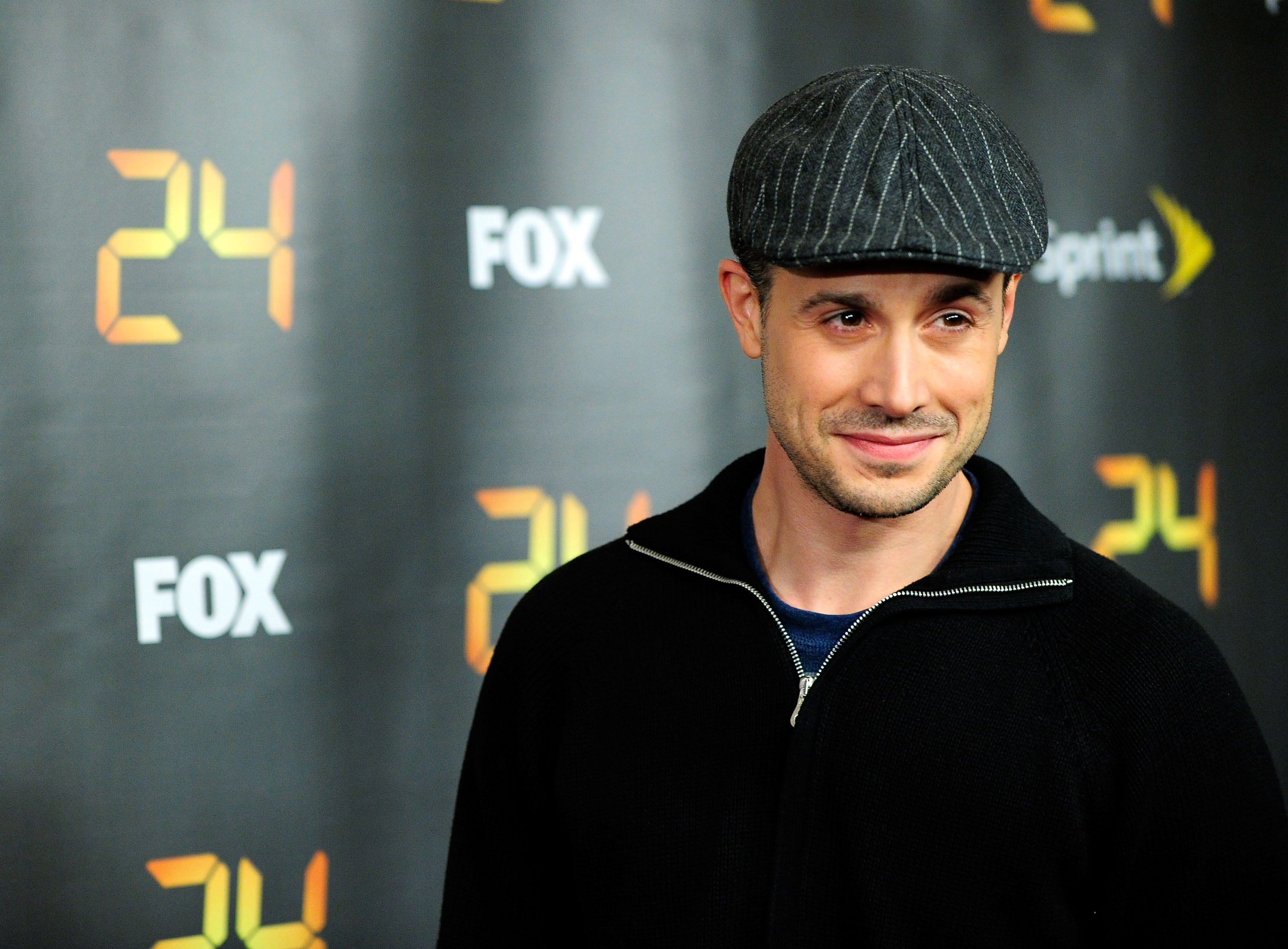 freddie prinze jr cookbook actor imitates puerto rican accent while cooking chicken video. Black Bedroom Furniture Sets. Home Design Ideas