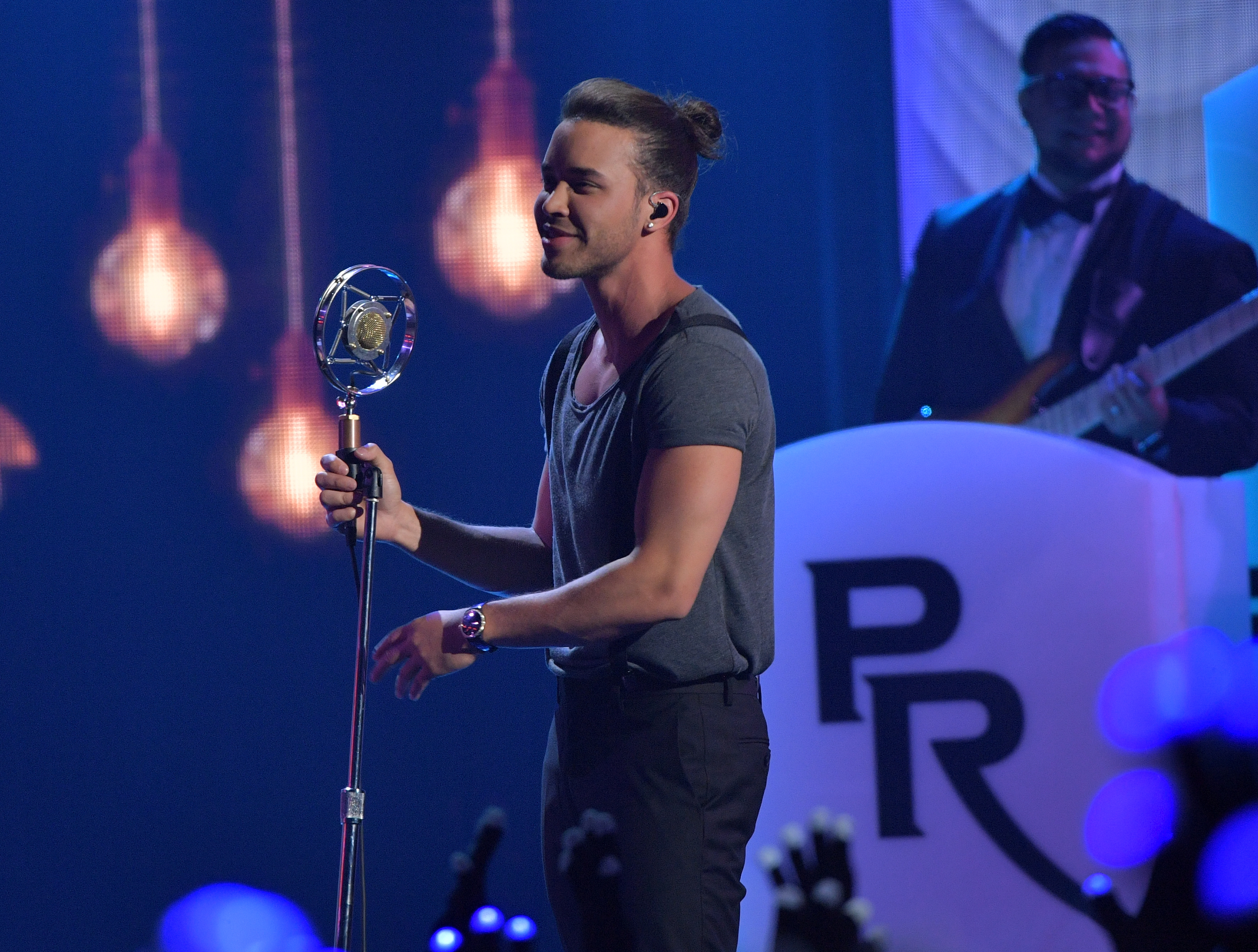 Premios Juventud 2016: Prince Royce Throws It Back After ...