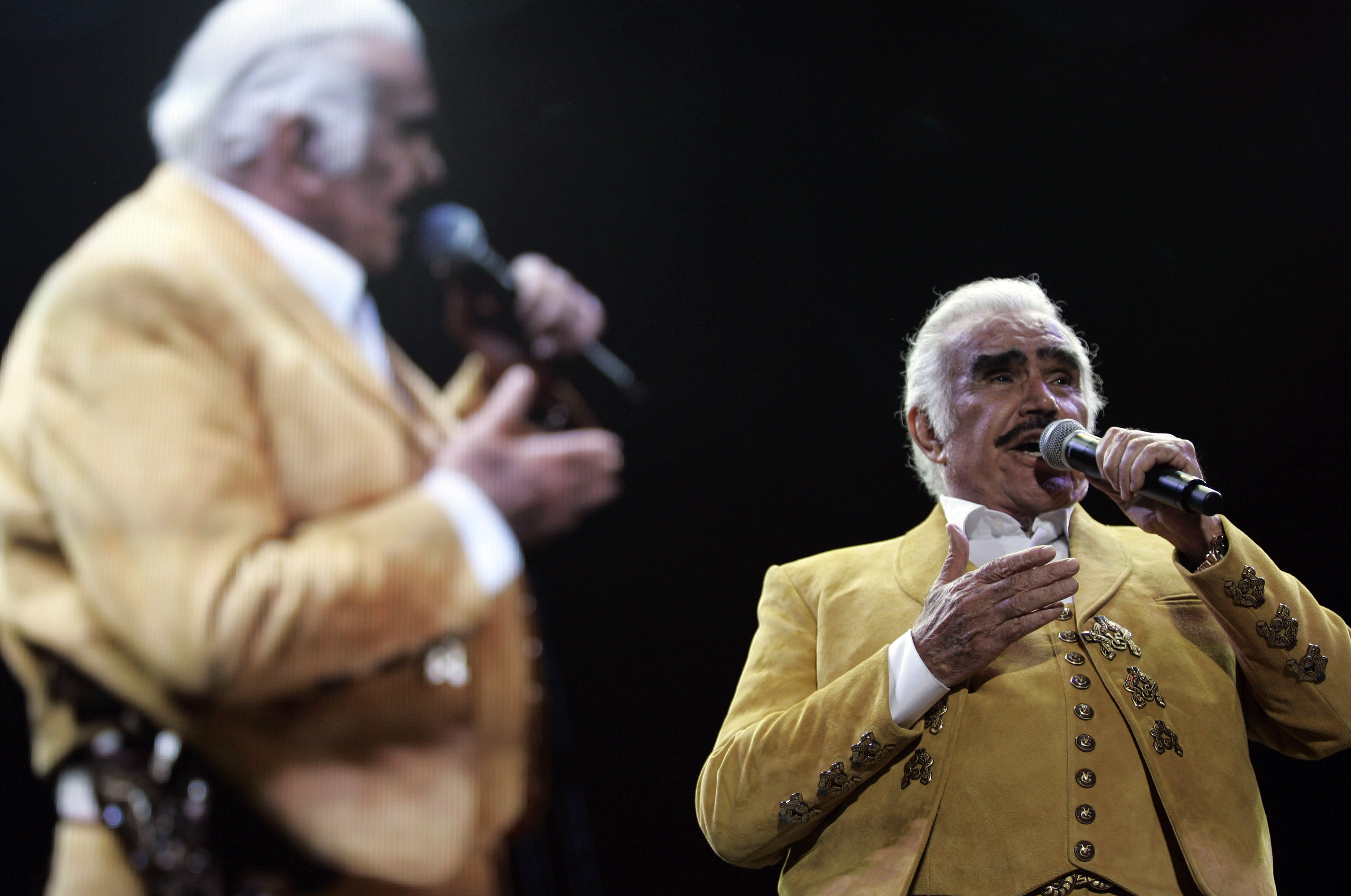 Vicente Fern 225 Ndez Corrido Mexican Singer Comes Out Of