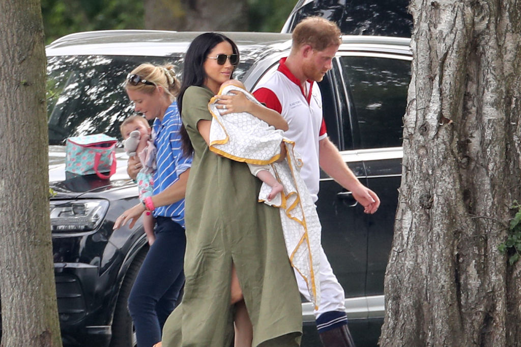 Meghan Markle Prince Harry Face Backlash For Private Jet Use