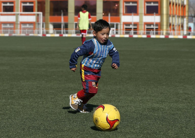 huge discount bbe46 4544c Young Afghan Boy Who Wore Lionel Messi Shirt Made Of Plastic ...