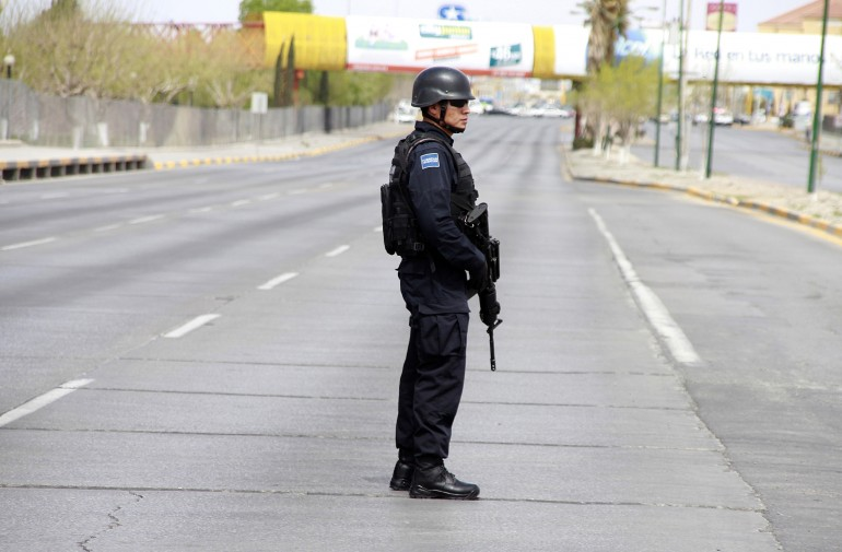 A view of a street in Ciudad Juárez protected by a policeman