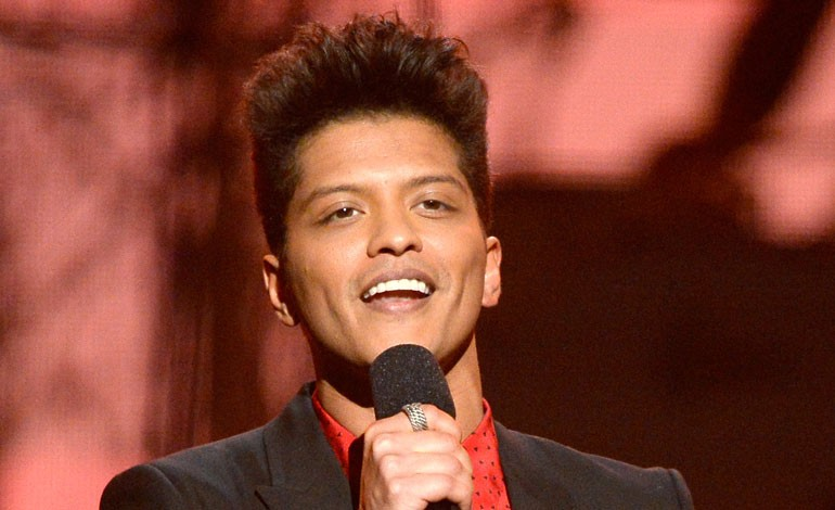 Grammy Awards 2014: Bruno Mars Presents