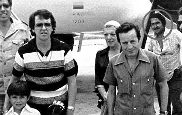 Chespirito Pablo Escobar Connection Rumors Surface After Image Showing Drug Boss And Sit  Cast together with C 15875 Carmen Montejo Ya Mando A Hacer Su Tumba likewise Kanye West Slams Mtv Pinks Taylor Swift In Leaked Recording moreover Wendy Davis Speech n 3500755 further Dorothy Parker Los Angeles b 4399844. on oscar lopez rivera murder