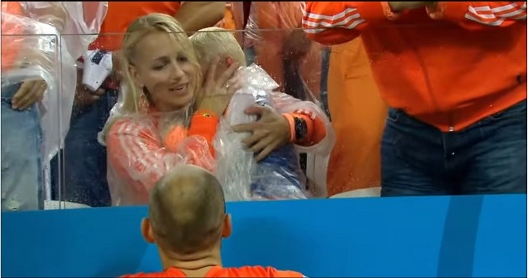#6 Arjen Robben's son is left in tears after The Dutch lose to Argentina