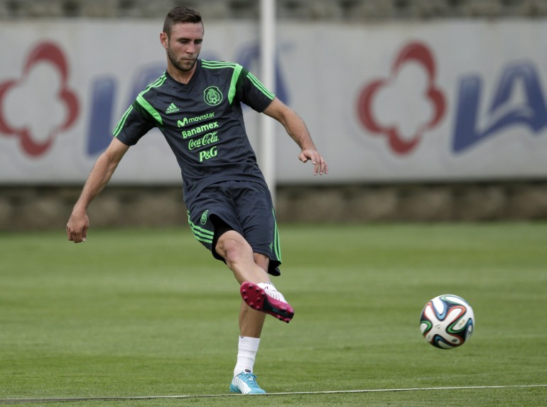 d5b2e9d1e Liga MX Transfer Rumors  Is The Injured Miguel Layún Headed To Europe