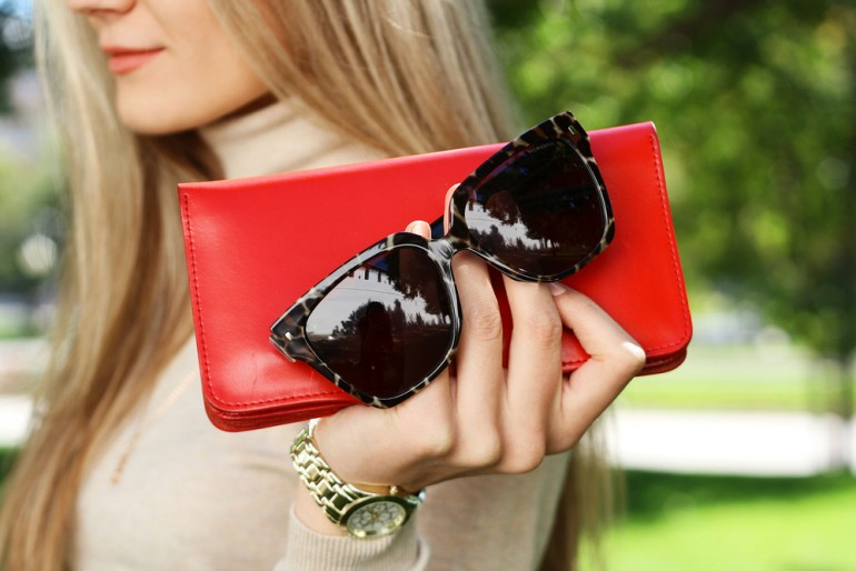 Things To Keep In Your Purse: 6 Backup Items Every Woman ...