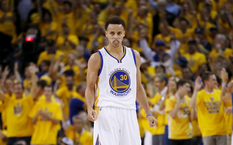 Steph Curry Rebounds in Game 4