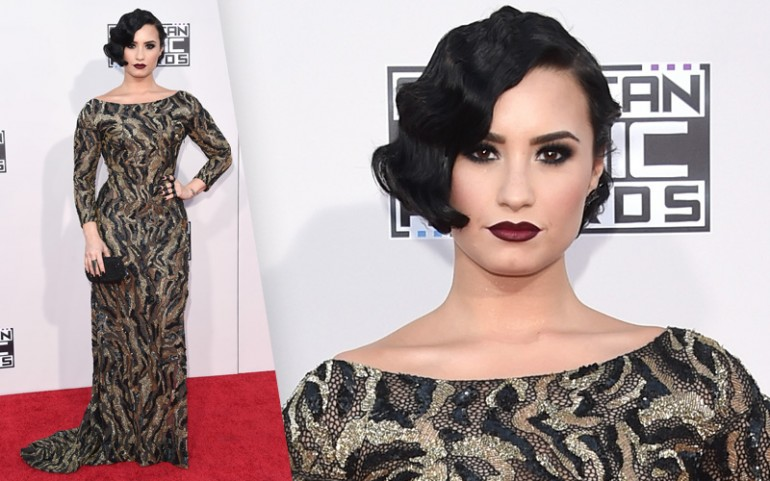 American Music Awards 2015 Red Carpet Photos: Demi Lovato