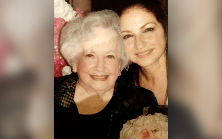 Gloria Estefan mourns the loss of mother
