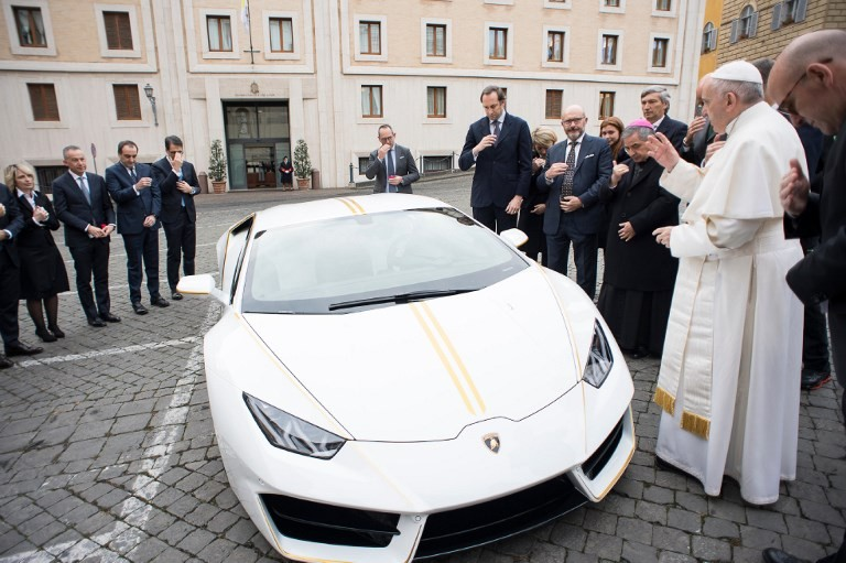 The Pope Is Donating His Brand New Lambo To Support ISIS Victims