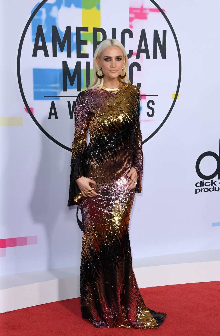AMAs 2017 Red Carpet Photos: Ashlee Simpson