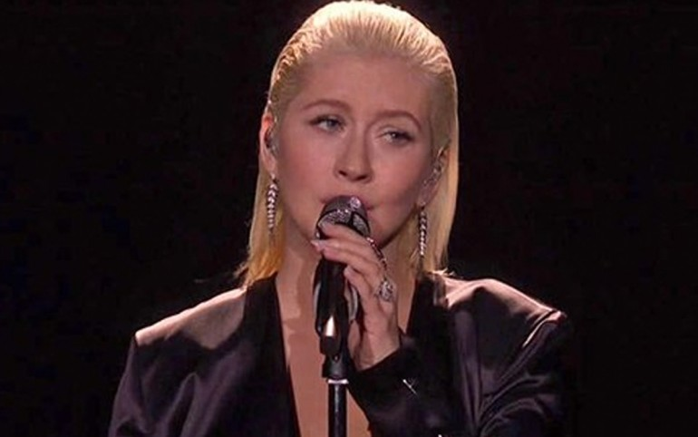 Christina Aguilera honors Whitney Houston with moving Bodyguard performance at AMAs