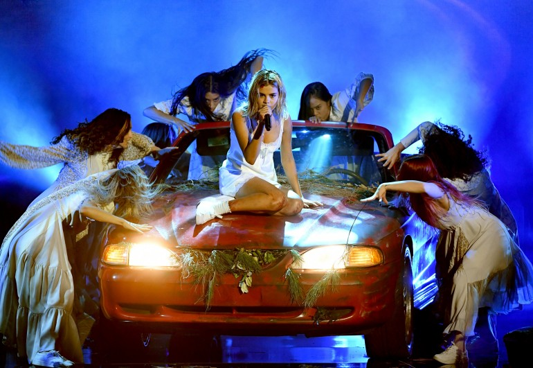 Lady Gaga Dazzles With 'The Cure' Performance at the 2017 AMAs