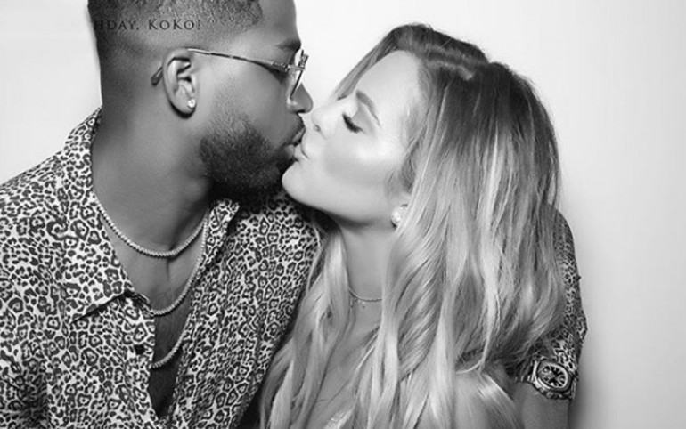 Khloe Kardashian OFFICIALLY announces pregnancy
