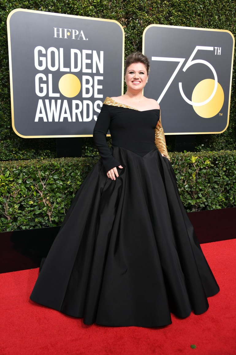 Golden Globes 2018 Red Carpet Photos: Kelly Clarkson