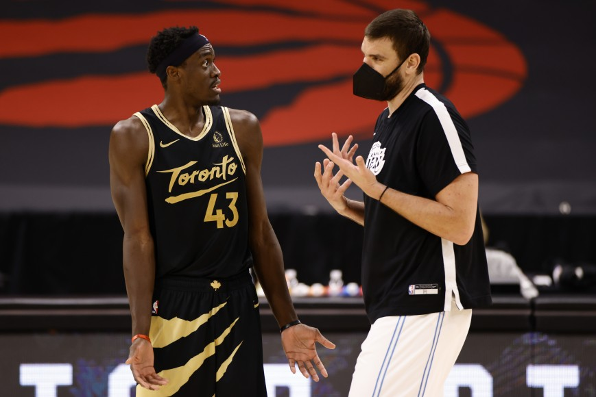 Pascal Siakam #43 of the Toronto Raptors and Marc Gasol #14 of the Los Angeles Lakers