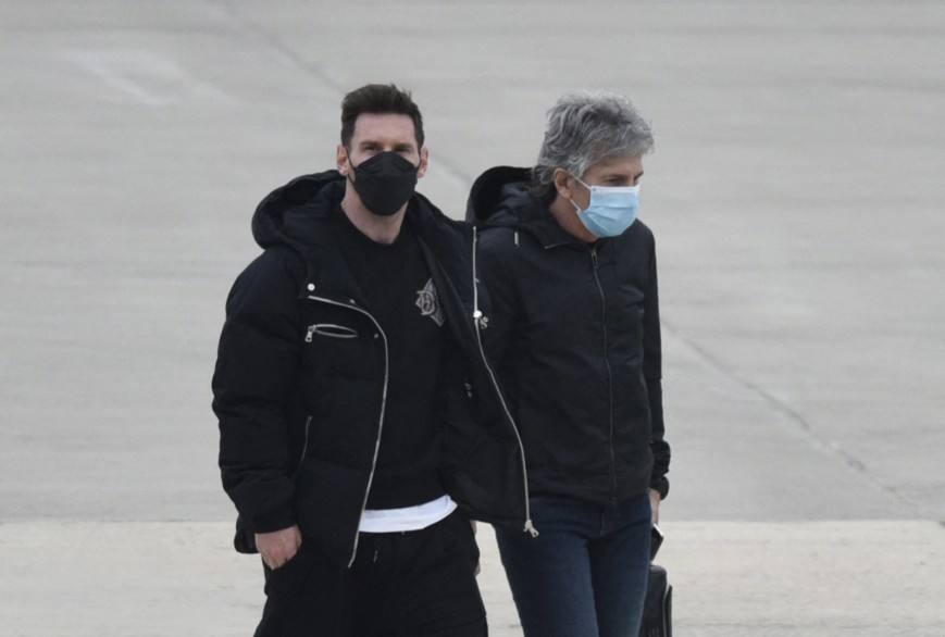 Argentina's football player Lionel Messi (L) and his father Jorge Messi (R) arrive at the Islas Malvinas airport in Rosario, Santa Fe province, Argentina