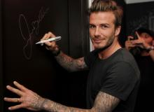 David Beckham leaves his signature at the bar of the hotel Fontainebleu in Miami. (Grosby Group)