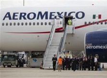 An Aeromexico Boeing 777 on the runway.