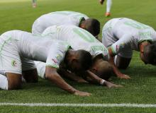 Algeria players kneel