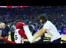 NY Knicks Center Robin Lopez Attacks Mascot After Choosing Jennifer Lopez Over Him