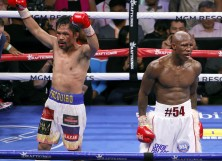 Manny Pacquiao (L) and Yordenis Ugas