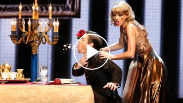 Taylor Swift Performs 'Blank Space'